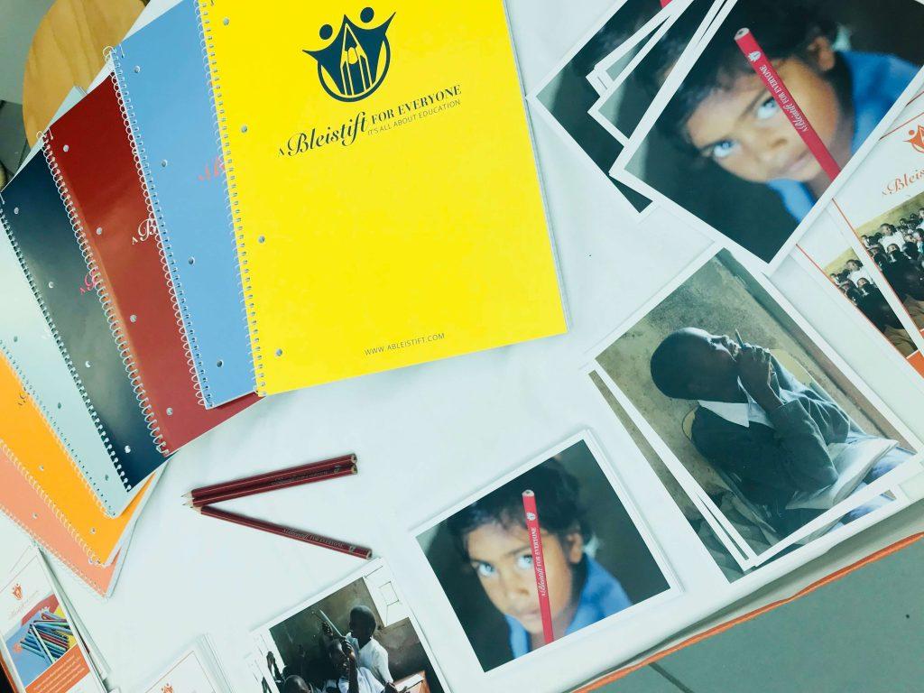 Material Stand A Bleistift For Everyone beim Weihnachtsbazar an den Nymphenburger Schulen in München